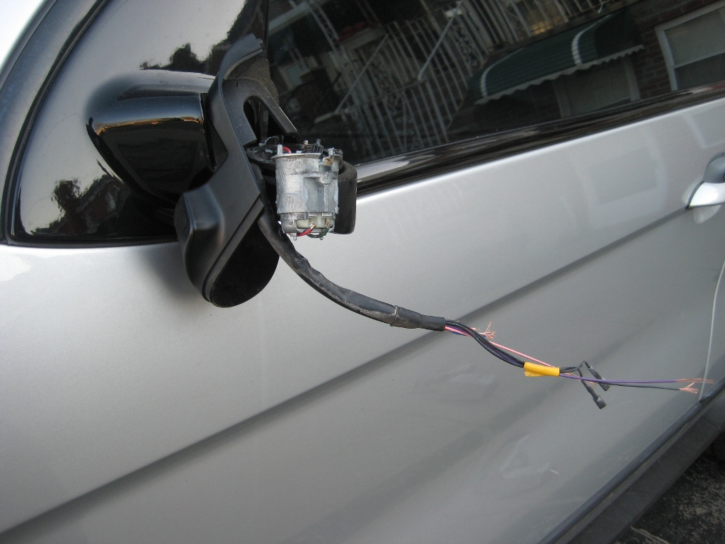 31638d1238539666 drivers side mirror stolen grrrrrr img 5212 Nairobi Side Mirror Theft: Chain It To Protect It