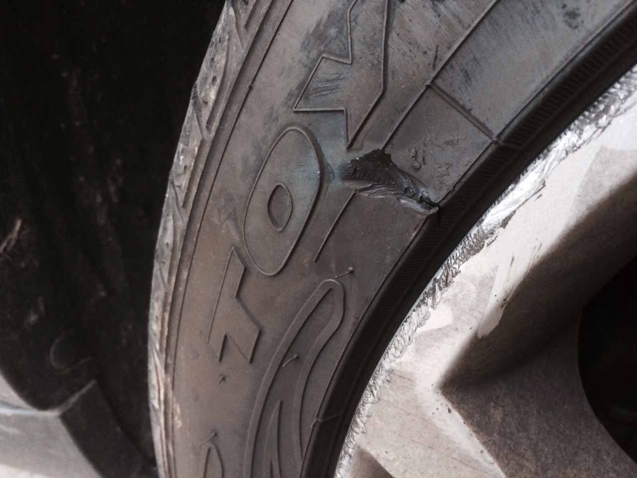 Sidewall Damage On The Tire Xoutpost Com